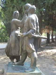 Hektor Dule, Në Udhët e Luftës, bronze version in Tirana's Great Park